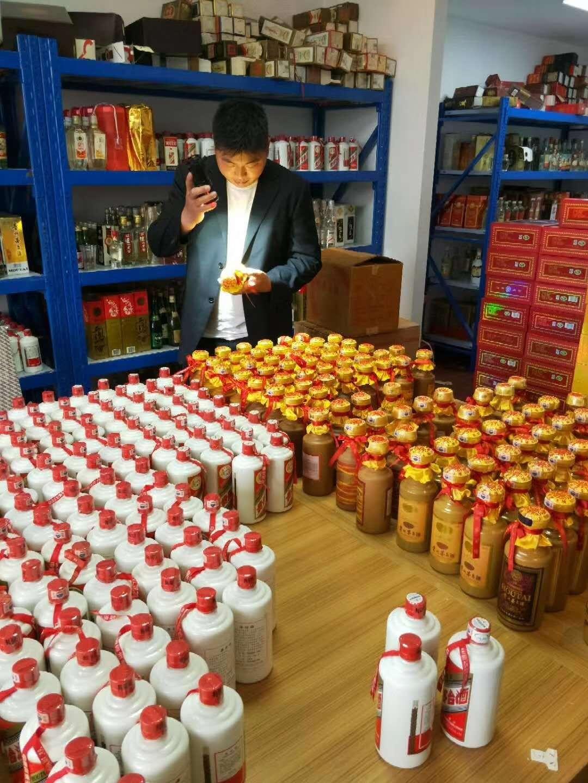 贵阳专业回收70年代三大革命茅台酒