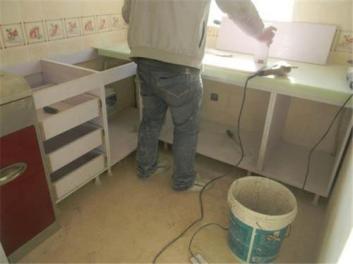 源海服务中心为您提供专业的家具维修翻新工作