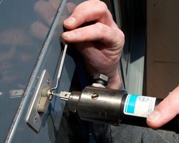 烟台防盗门维修电话 使用B级锁就等于家里上了一道保险