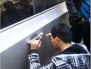 钥匙忘带怎么开锁