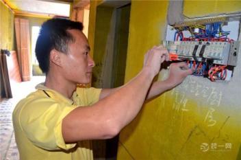 张家口电工上门维修服务告诉你插座总是烧坏和用电有关吗