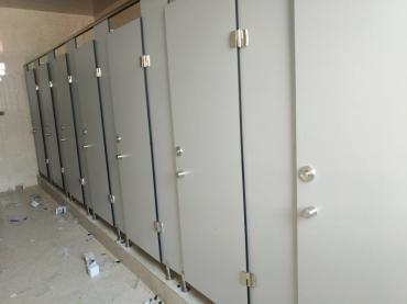嘉兴卫生间隔断的板材是抗倍特板