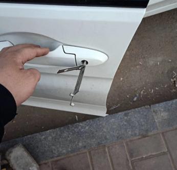 江津区开锁告诉你没有钥匙怎样开挂锁,直接砸?