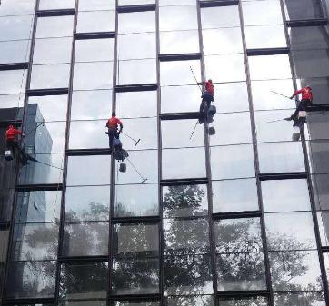 桂林外墙清洗 高空作业洗外墙