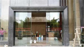 宿迁玻璃感应门维修安装注意问题