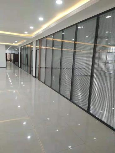 办公室玻璃隔断面板选择的三大标准标准