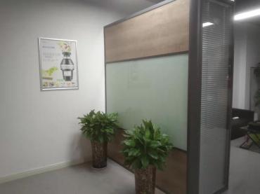 百叶办公室玻璃隔断的特点有哪些