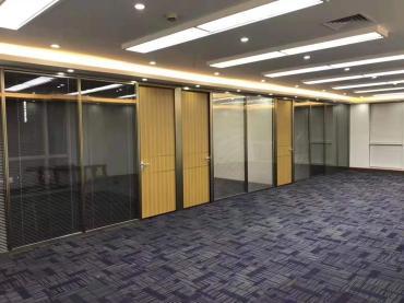传统隔断装修对比办公室玻璃隔断墙装修