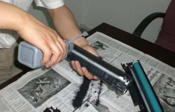 打印机加碳粉的步骤