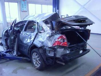 我们为用户提供安全快捷的报废车回收服务