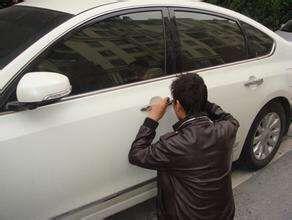 博罗开汽车锁方法