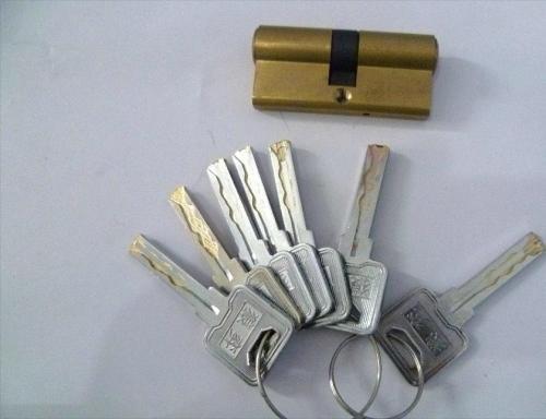 威海开锁需要多种工具结合使用