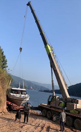 蒋氏吊装设备公司提供大型吊车出租服务