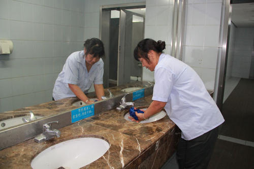 定期对房屋的保洁服务
