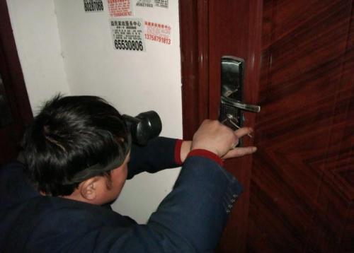 """利川开锁方法 """"填""""钥匙槽"""