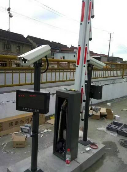 我们专业提供电子车牌识别系统上门安装