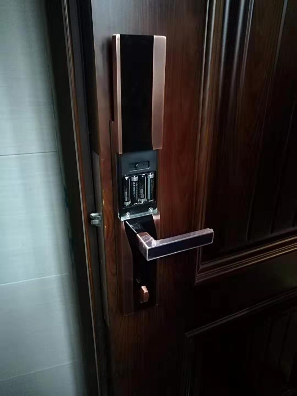 安心锁业提供专业的指纹锁安装服务