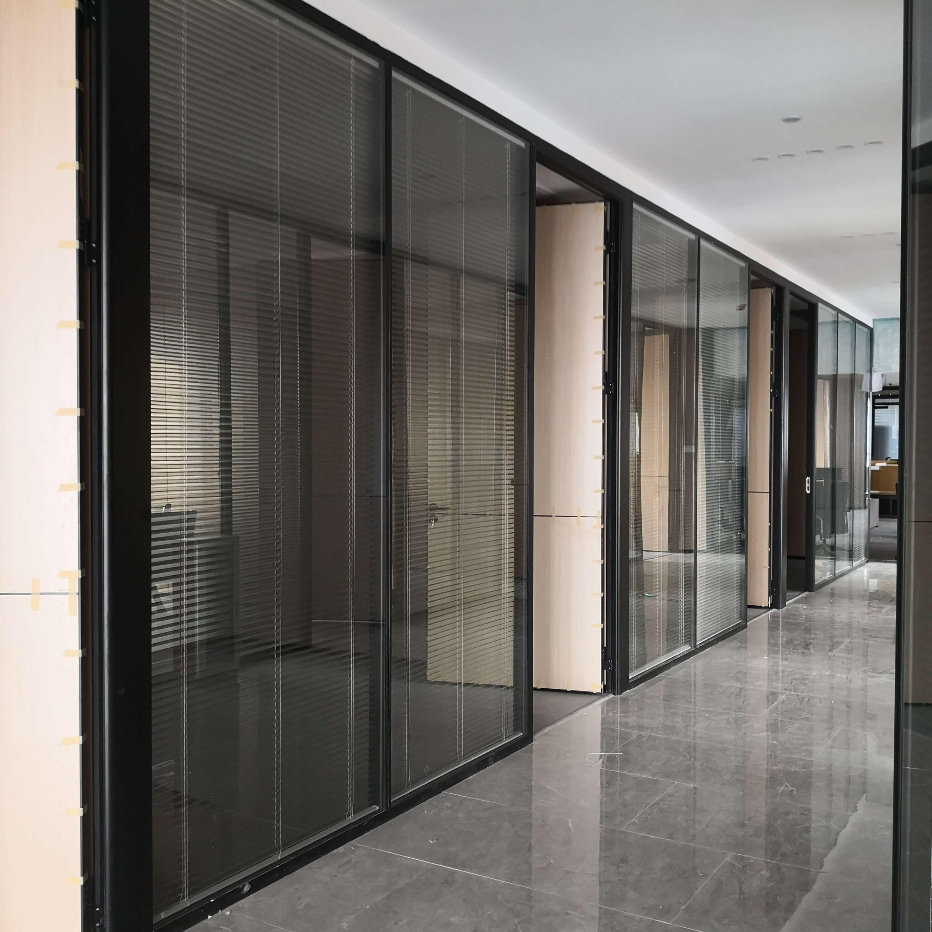 办公玻璃高隔断日常保养要注意什么