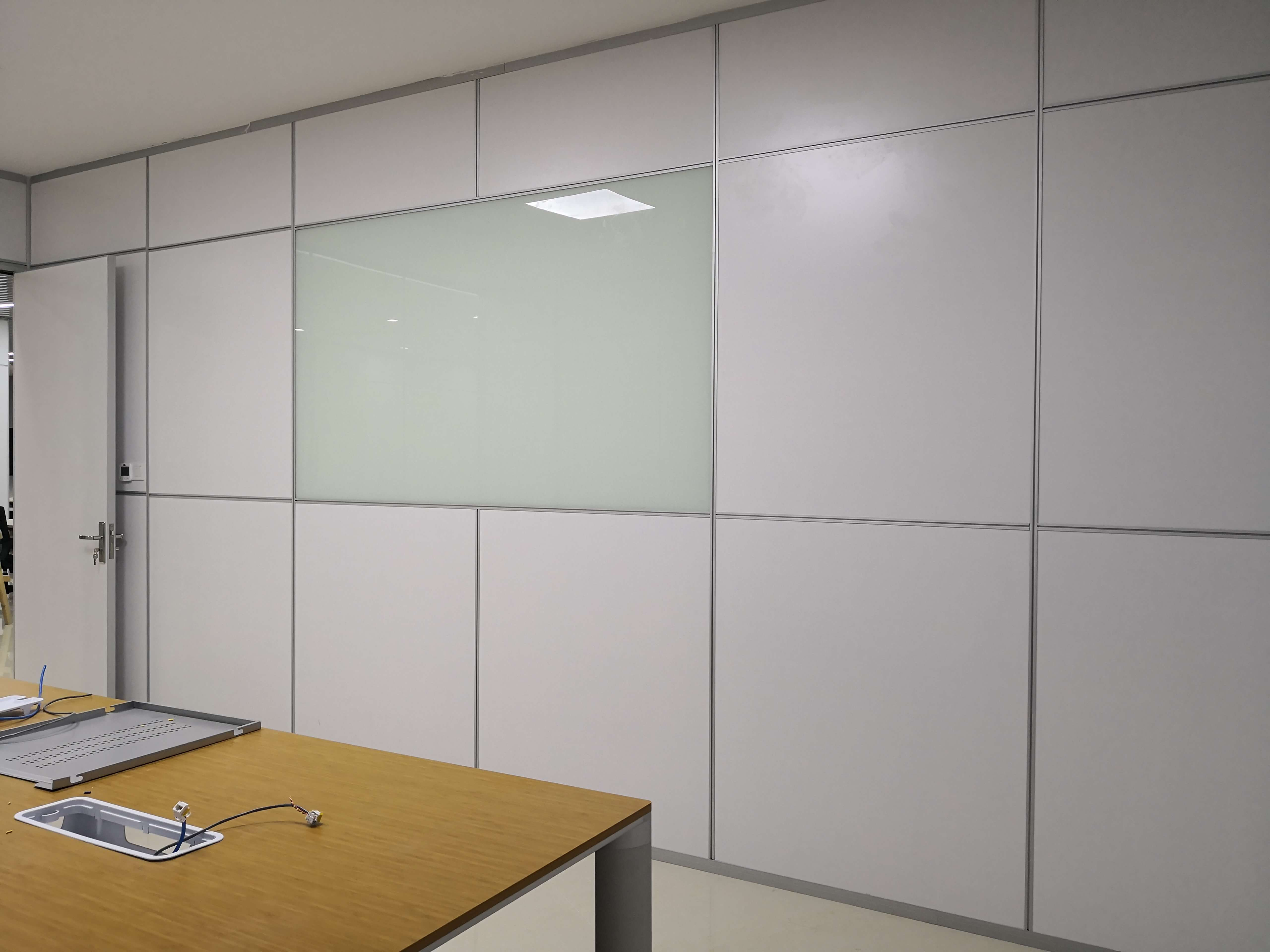 深圳办公玻璃高隔断安装注意事项