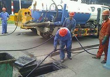 清理污水池过程