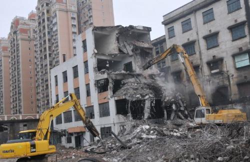 顺升建筑工程有限公司的挖掘机拆除工程施工工具齐全