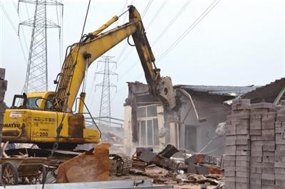 挖掘机在从事拆除工程中突然熄火怎么处理