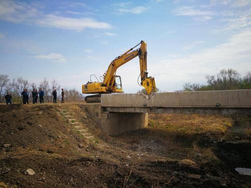 佛山挖掘机拆除的四大注意事项