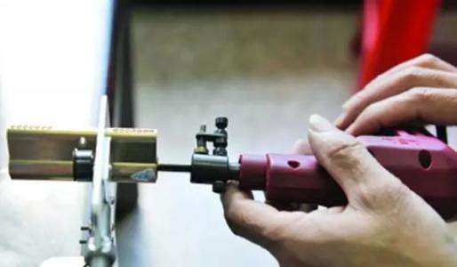 回形针开锁方法介绍看完赶紧换掉家里的A级锁