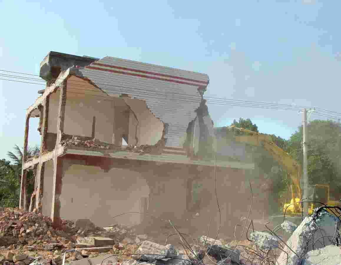 导致房屋拆除事故发生的原因有哪些
