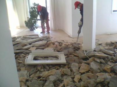 人工拆除砸墙的优势和弊端