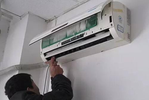 昆明上门维修壁式空调漏水