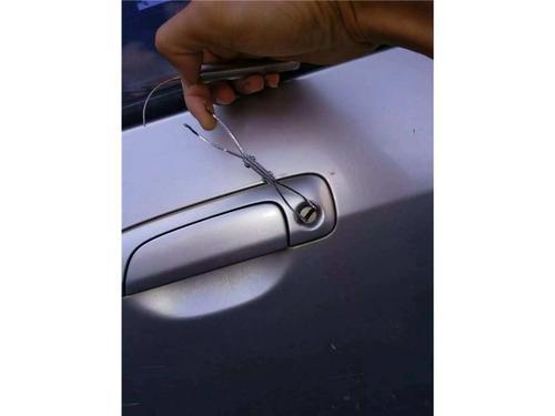 车钥匙被锁进车里怎么办