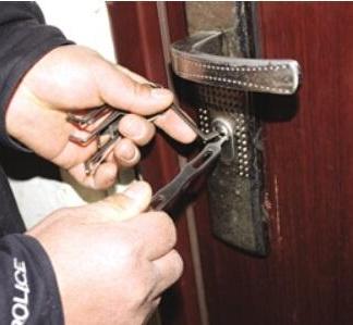 防盗门开锁以及换锁芯步骤