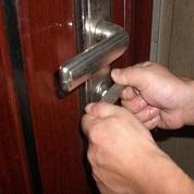 开门时要是断锁里面了的取出方法