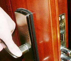 玛沁开个锁多少钱?
