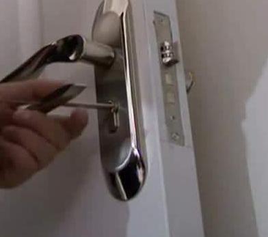 锁芯坏了门打不开怎么办?