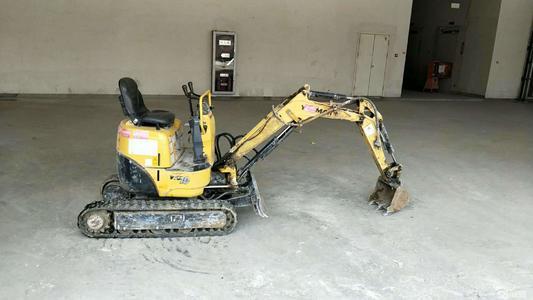 微型挖机挖土挖沟驾驶技巧