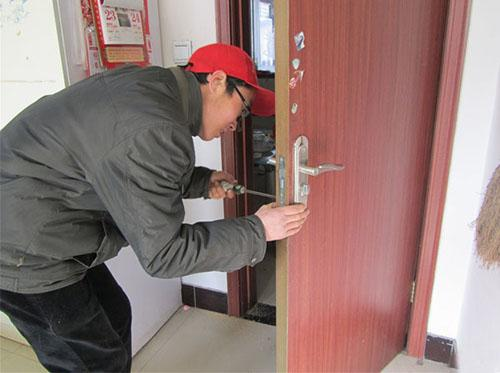 锡纸开锁是怎么做的
