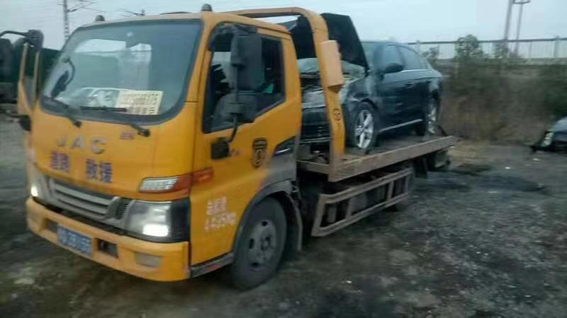 道路救援清障车拖车时的注意事项