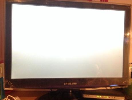 液晶显示器白屏或花屏怎么回事