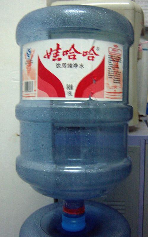 桶装水和烧开的自来水哪种水质更好