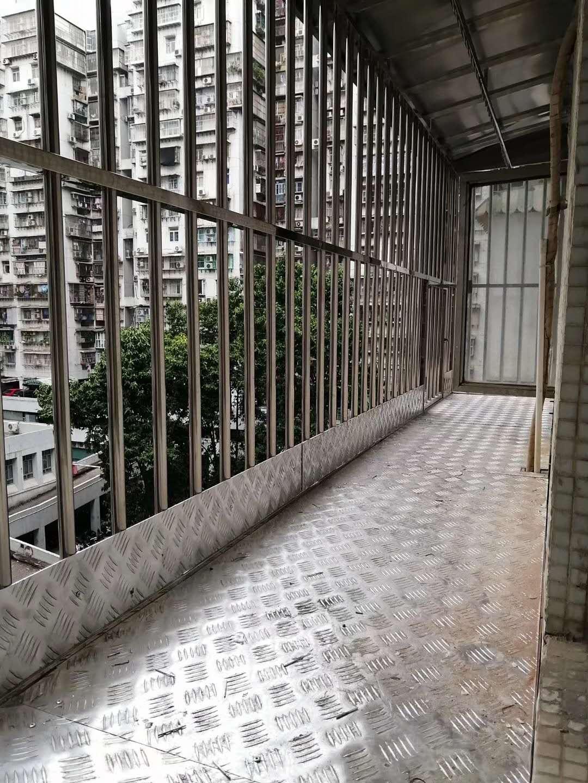 如何挑选高质量的不锈钢铝窗