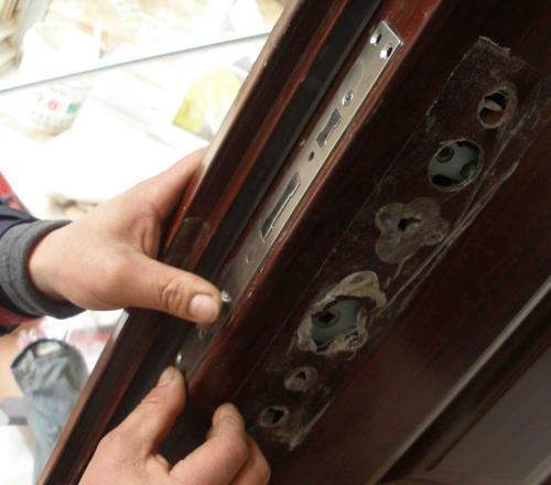 开锁更换锁芯