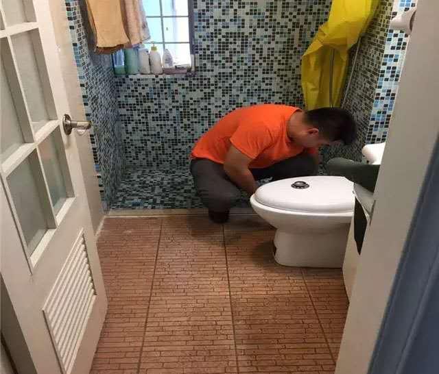 卫生间地缝漏水怎么办