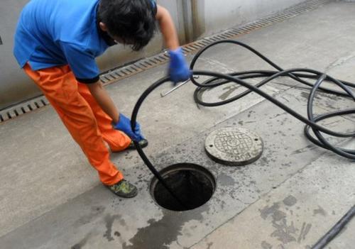 下水道管道堵塞疏通小的技巧
