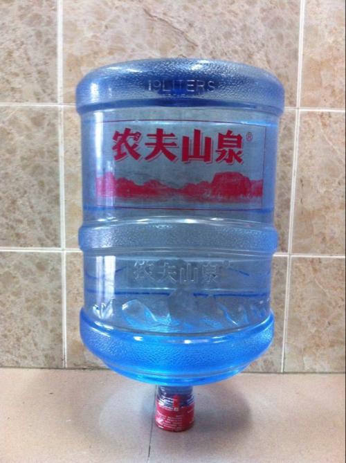 平时喝的的桶装水是几升的