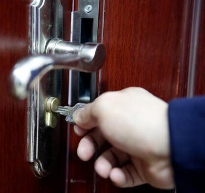 """开锁方法 """"填""""钥匙槽"""