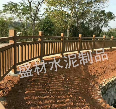 水泥仿木防裂的方法