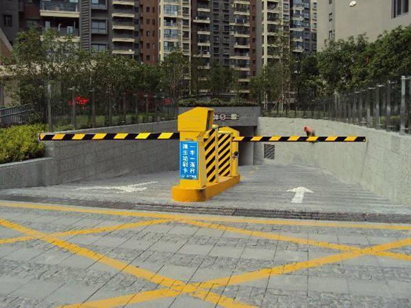 杭州下城区道闸正规电动伸缩门厂家