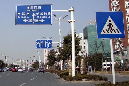 道路标牌是交通安全管理非常重要的一环